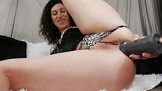 Intimate anal seduction by a solo woman and her new toy