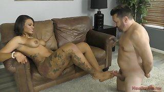 hot mistress Halle Hayes femdom porn