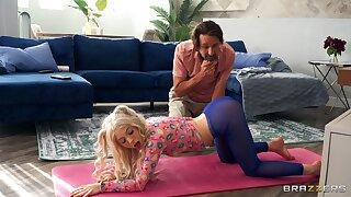 Petite yoga junkie Kenzie Reeves and old Steve Holmes
