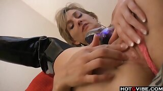 Mature Women Playing With Her Pussy In Hd
