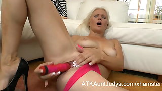 Blonde amateur adult MILF fucks her pussy with dildo toy