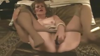 Old Slut fucks herself beside Pantyhose