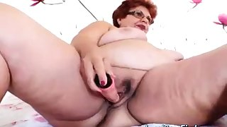Bbw Granny Likes To Play On Webcam