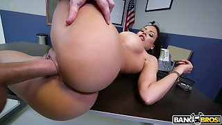 Man eating bitch from Cuba Luna Star gives a blowjob and boobjob